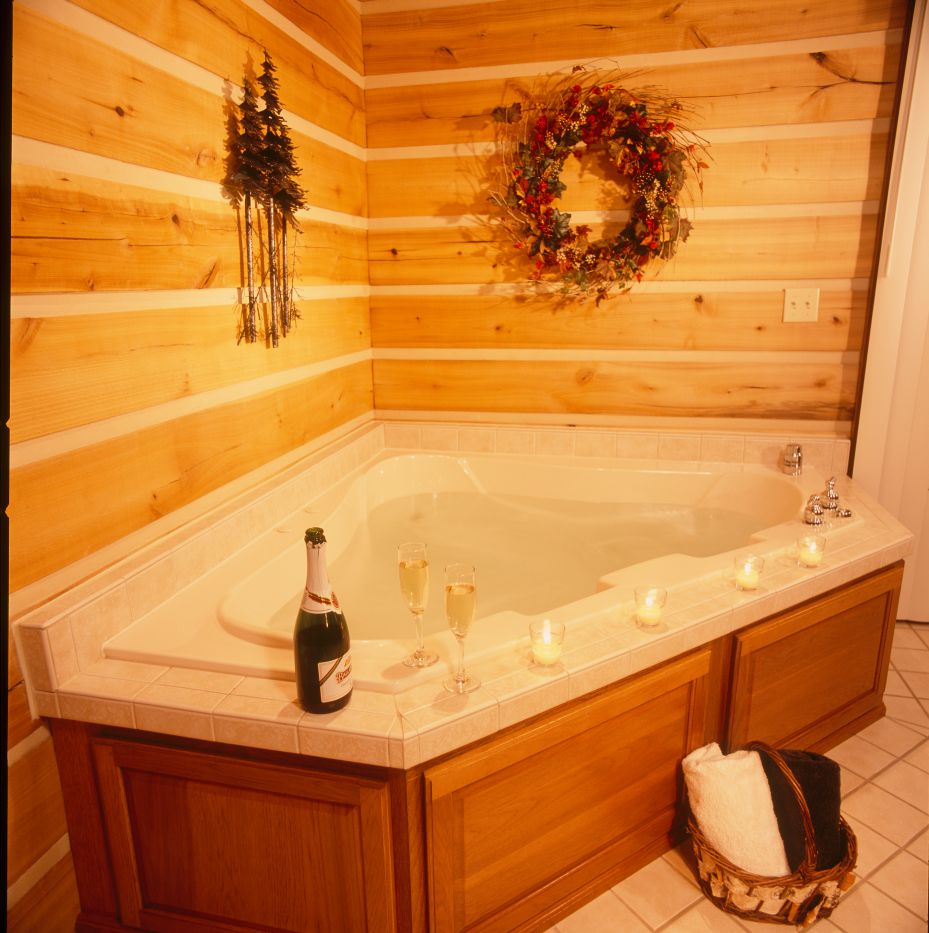 Oversized Whirlpool Bathtub At Cabins Candlelight